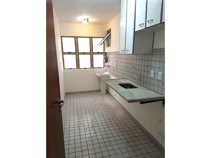 Sacomã, Apartamento Padrão-Cozinha integrada com a área de serviço, com piso de cerâmica, pia de mármore e armário.