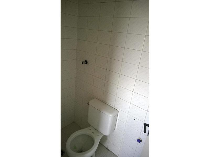 Ipiranga, Apartamento Padrão-Banheiro com piso de cerâmica.