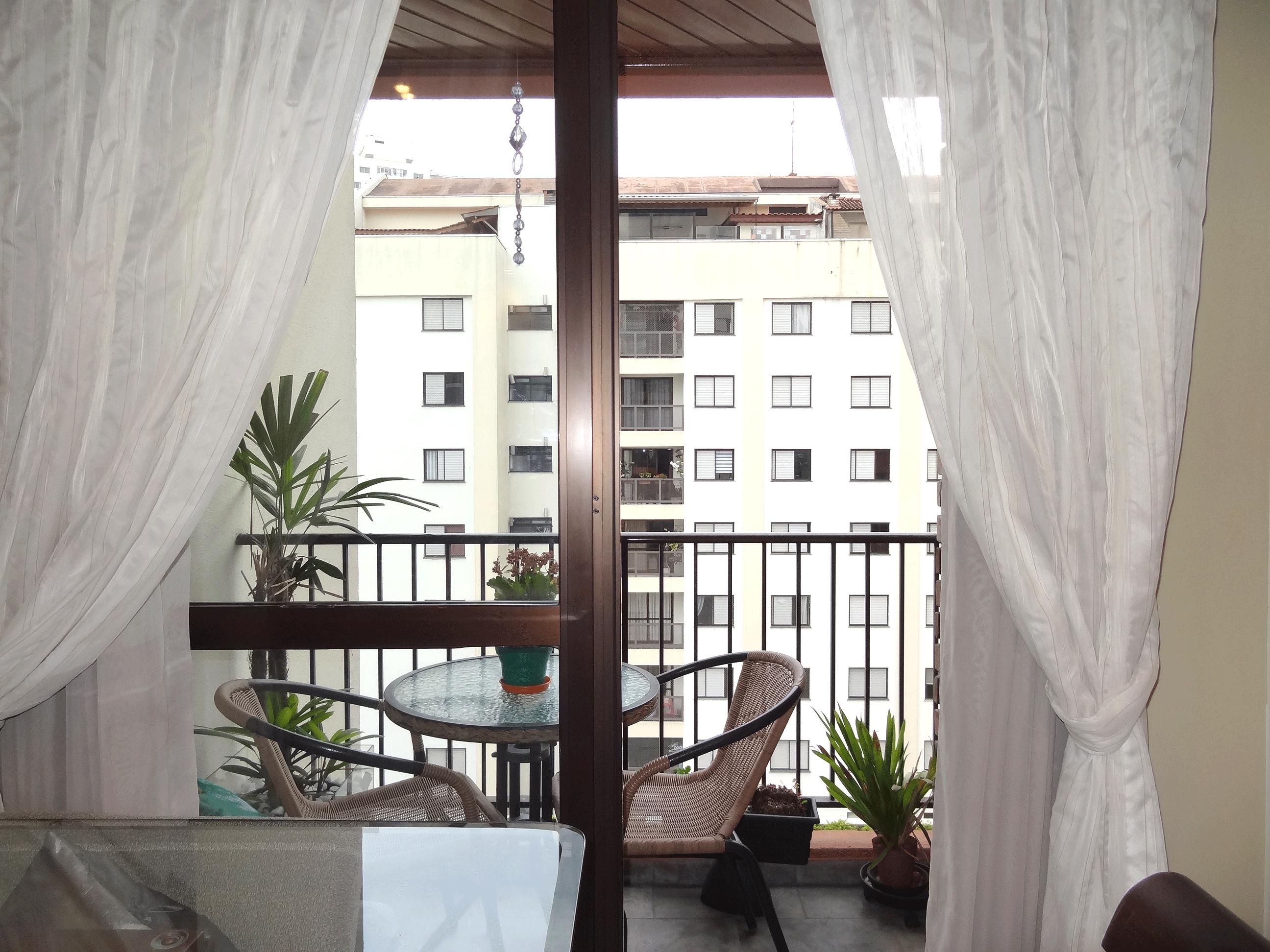 Jabaquara, Apartamento Padrão-Varanda com piso de ardósia e teto de madeira.