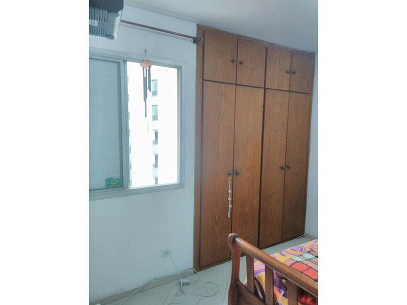 Jabaquara, Apartamento Padrão-Dormitório com piso de porcelanato e armários planejados.
