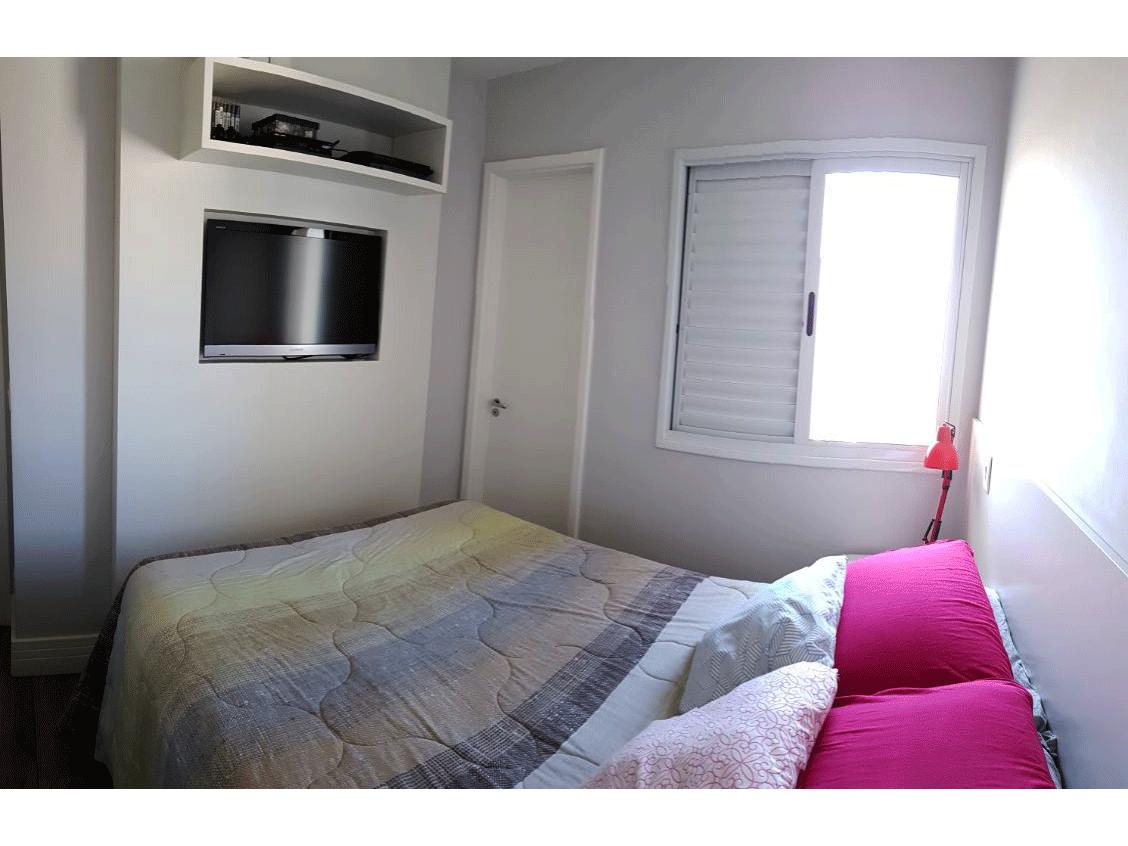 Sacomã, Apartamento Padrão-Dormitório com piso de madeira e armários planejados.