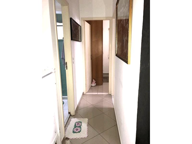 Sacomã, Apartamento Padrão-Corredor com piso de porcelanato.
