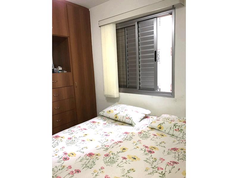 Sacomã, Apartamento Padrão-Dormitório com piso de porcelanato e armários planejados.