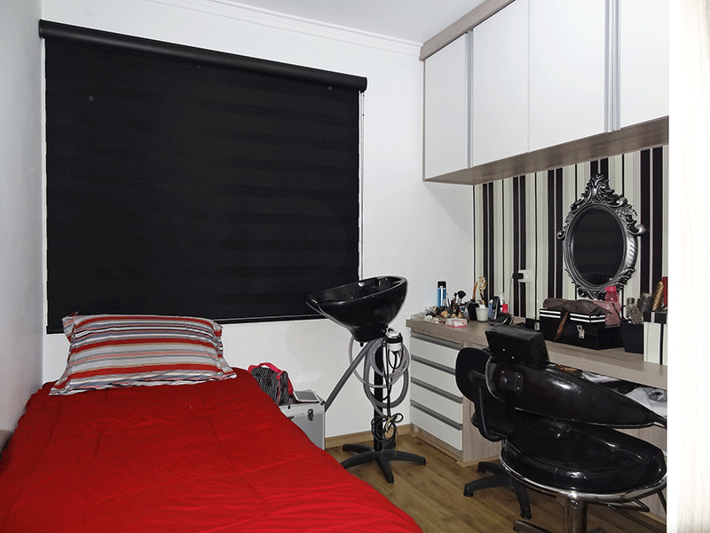 Ipiranga, Apartamento Padrão-2º dormitório com piso laminado, armários planejados e teto com moldura de gesso.