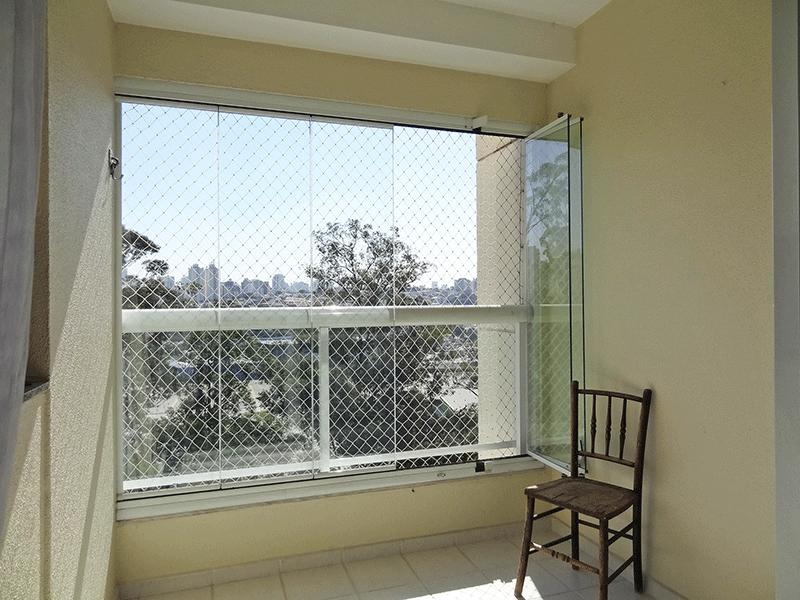 Ipiranga, Apartamento Padrão-Varanda envidraçada, com piso de cerâmica, pia de granito, armário, churrasqueira e tela de proteção.
