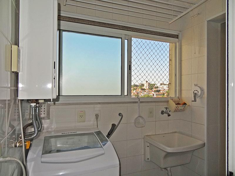 Ipiranga, Apartamento Padrão-Área de serviço com piso de cerâmica, aquecedor de passagem e teto com moldura de gesso.