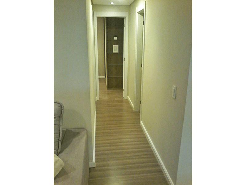 Ipiranga, Apartamento Padrão-Corredor com piso laminado, teto rebaixado e iluminação embutida.