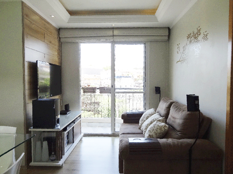 Sacomã, Apartamento Padrão-Sala em L com piso laminado, teto com sanca de gesso, iluminação embutida e acesso à varanda.
