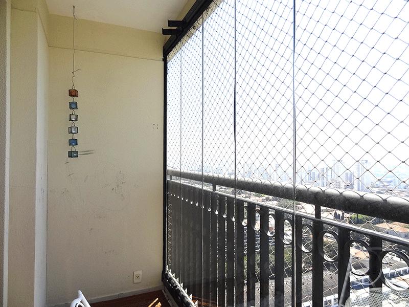 Ipiranga, Apartamento Padrão-Sacada envidraçada, com piso de cerâmica e tela de proteção.