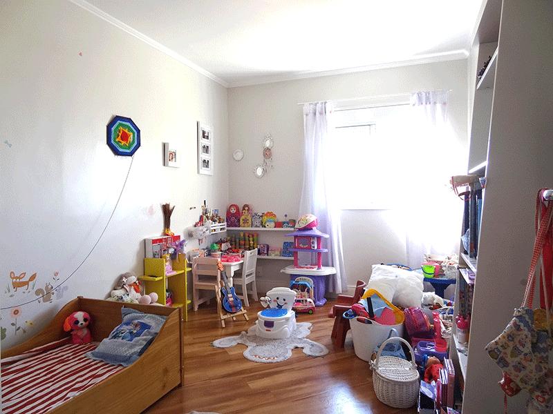 Ipiranga, Apartamento Padrão-3º dormitório com piso laminado e teto com moldura de gesso.