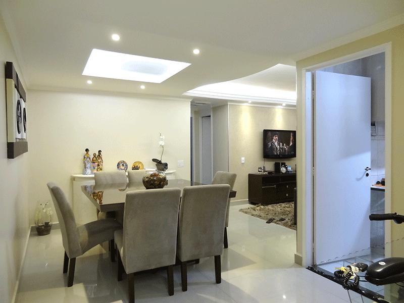 Sacomã, Apartamento Padrão-Sala em L com piso de porcelanato, teto com sanca de gesso e iluminação embutida.