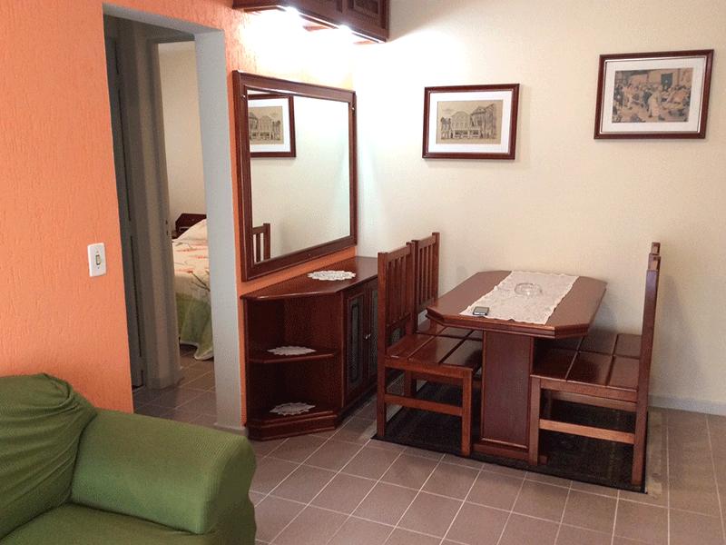 Sacomã, Apartamento Padrão - Sala com dois ambientes, piso de cerâmica e acesso à varanda.