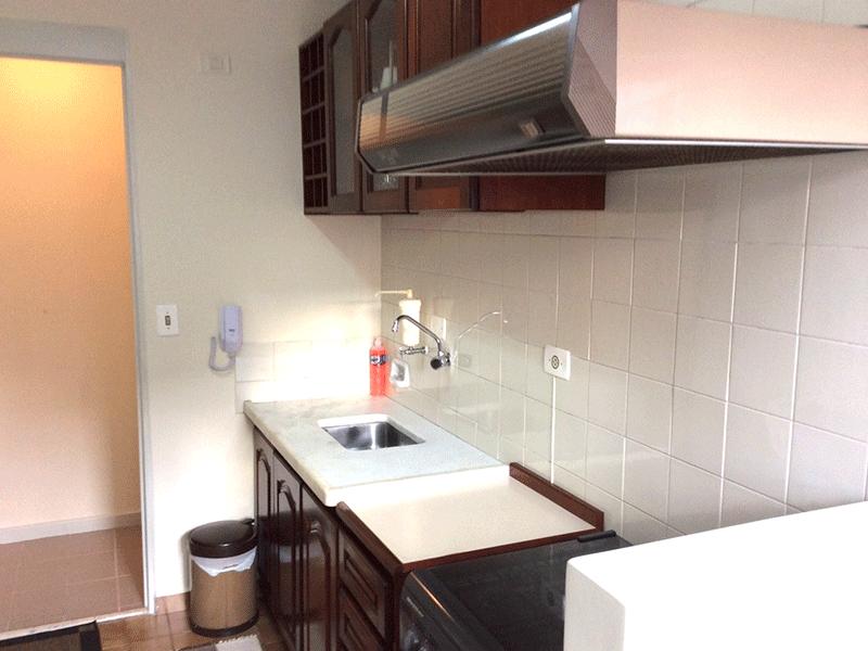 Sacomã, Apartamento Padrão-Cozinha com piso de cerâmica, pia de mármore, gabinete e armários planejados.