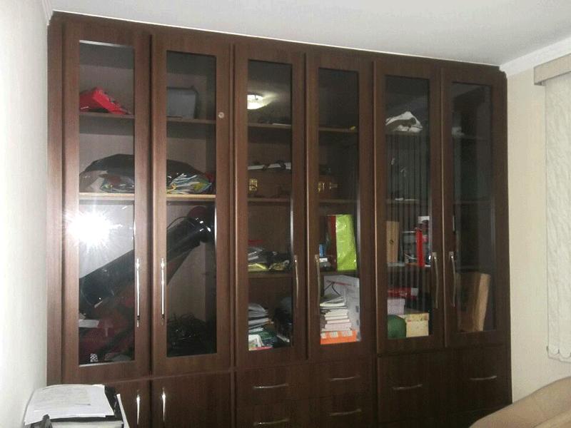 Sacomã, Apartamento Padrão-Sala com dois ambientes, piso laminado, rack embutido, teto com sanca de gesso e iluminação embutida.