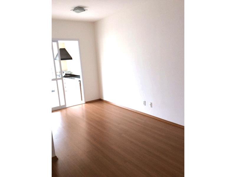 Sacomã, Apartamento Padrão-Sala com dois ambientes, piso laminado e acesso à varanda gourmet.