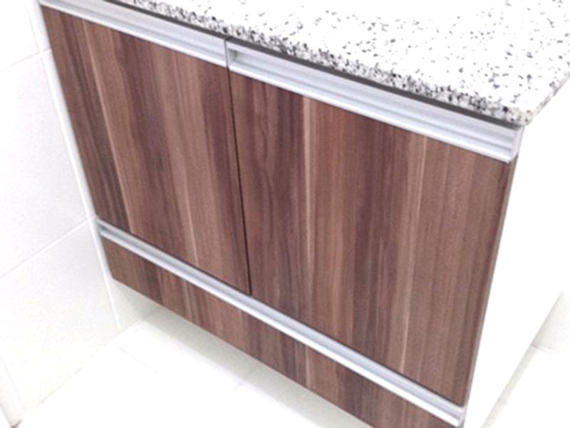 Sacomã, Apartamento Padrão-Banheiro com piso de cerâmica e pia de granito com gabinete.