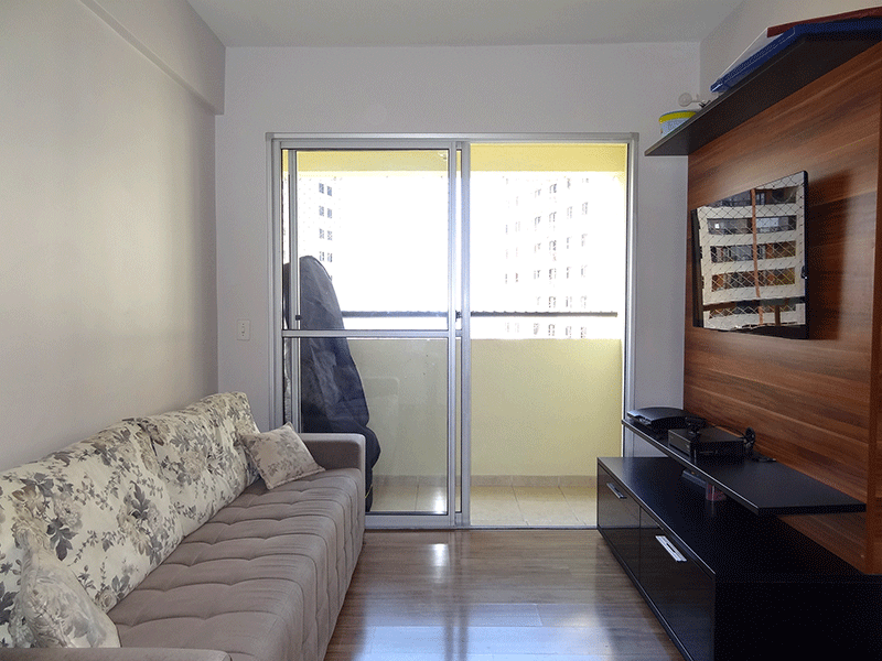 Sacomã, Apartamento Padrão-Sala em L com piso laminado e acesso à varanda.