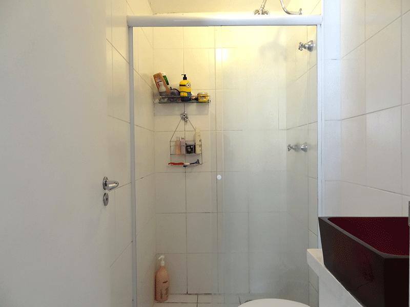 Sacomã, Apartamento Padrão-Banheiro da suíte com piso de cerâmica, pia com cuba sobreposta, gabinete box de vidro.