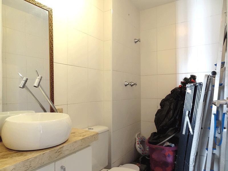 Sacomã, Apartamento Padrão-Banheiro social  com piso de cerâmica, pia com cuba sobreposta, gabinete box de vidro.
