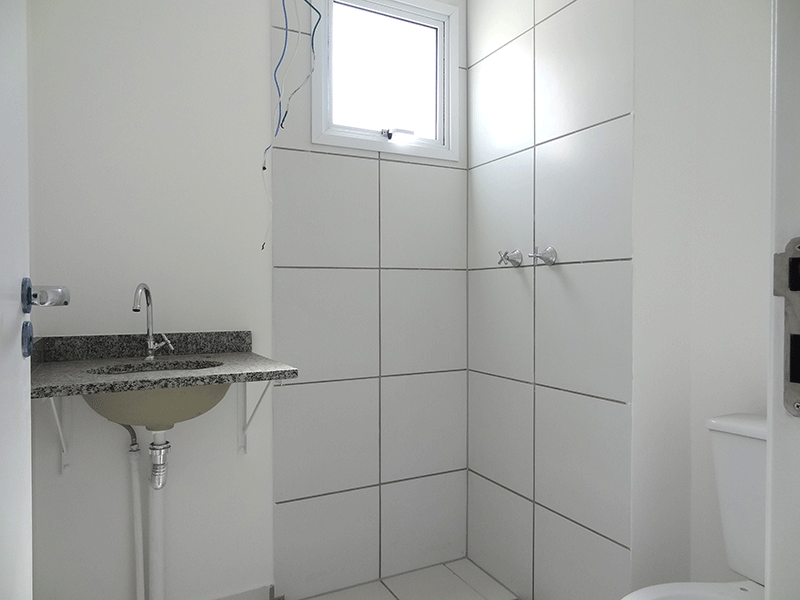 Jabaquara, Apartamento Padrão-Banheiro social com piso de cerâmica e pia de granito.
