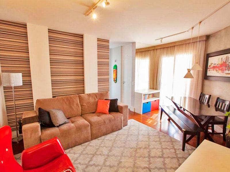 Jabaquara, Apartamento Padrão - Sala irregular com piso de laminado e acesso à sacada.
