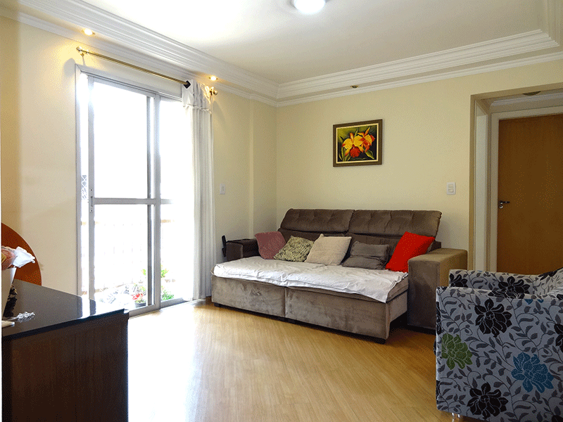 Ipiranga, Apartamento Padrão-Sala com dois ambientes, piso laminado, teto com sanca de gesso, iluminação embutida e acesso à sacada.