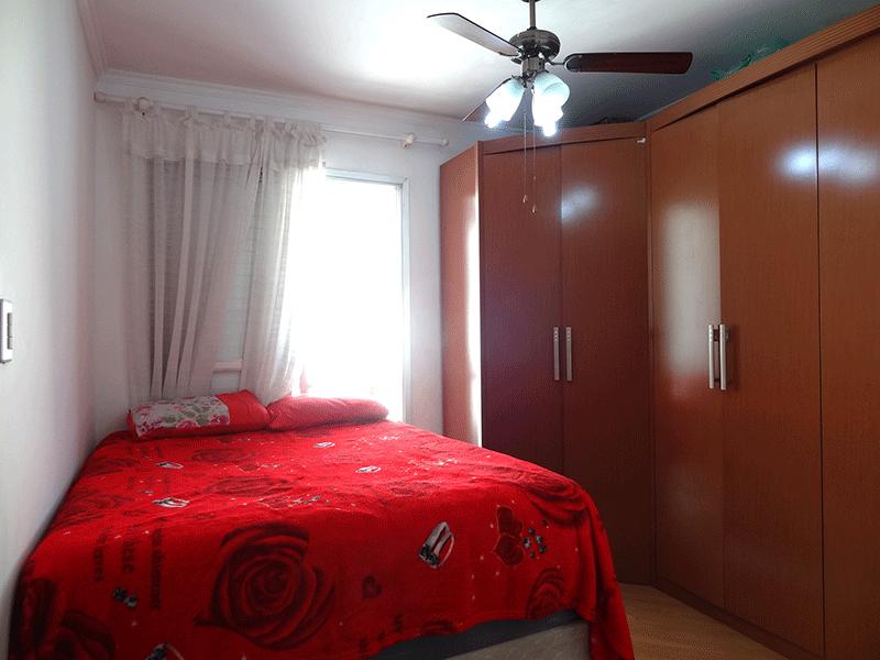 Ipiranga, Apartamento Padrão-Suíte com piso laminado, teto com moldura de gesso e sacada.