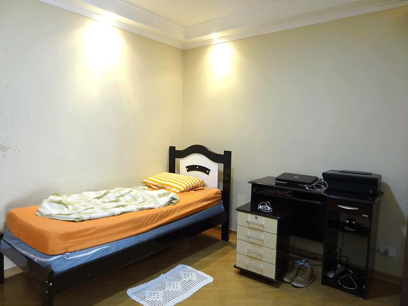Ipiranga, Apartamento Padrão-2º dormitório com piso laminado, teto com sanca de gesso, iluminação embutida e sacada.
