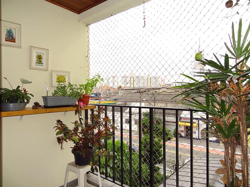 Ipiranga, Apartamento Padrão-Varanda com piso cerâmica, teto de madeira e tela de proteção.