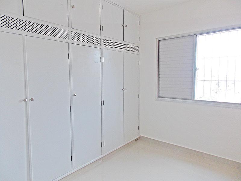 Ipiranga, Apartamento Padrão-1º Quarto com piso de porcelanato e armários planejados.