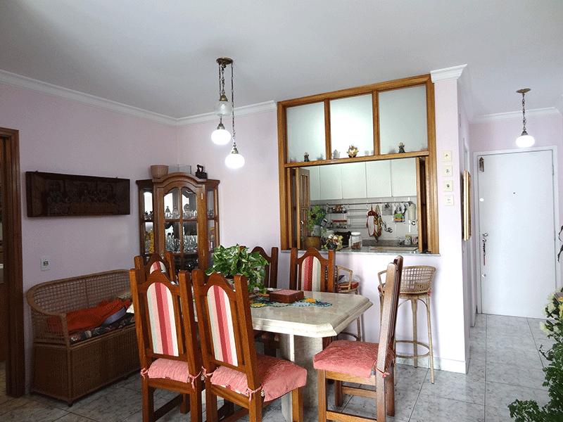 Jabaquara, Apartamento Padrão-Sala com dois ambientes, piso de cerâmica, teto com moldura de gesso e acesso à sacada.