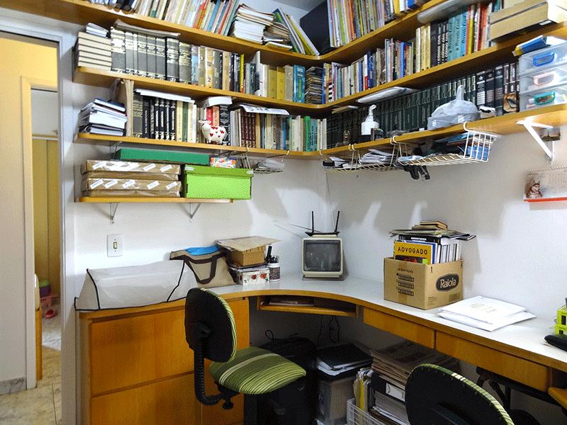 Jabaquara, Apartamento Padrão-Home office com piso de cerâmica e armários planejados (dep. de empregada transformada em home office).