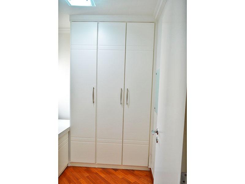 Jabaquara, Apartamento Padrão-3º Quarto com piso de tacão, teto com sanca de gesso e armários planejados.