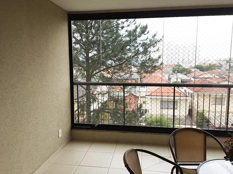 Jabaquara, Apartamento Padrão-Varanda envidraçada, piso de cerâmica e tela de proteção.