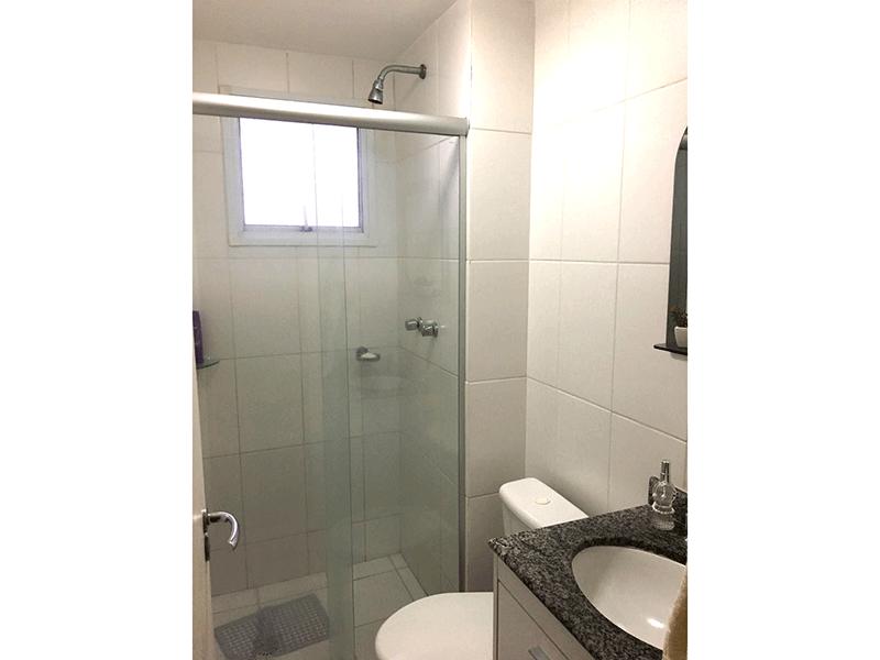 Jabaquara, Apartamento Padrão-Banheiro social com piso de cerâmica, pia de granito, gabinete e box de vidro