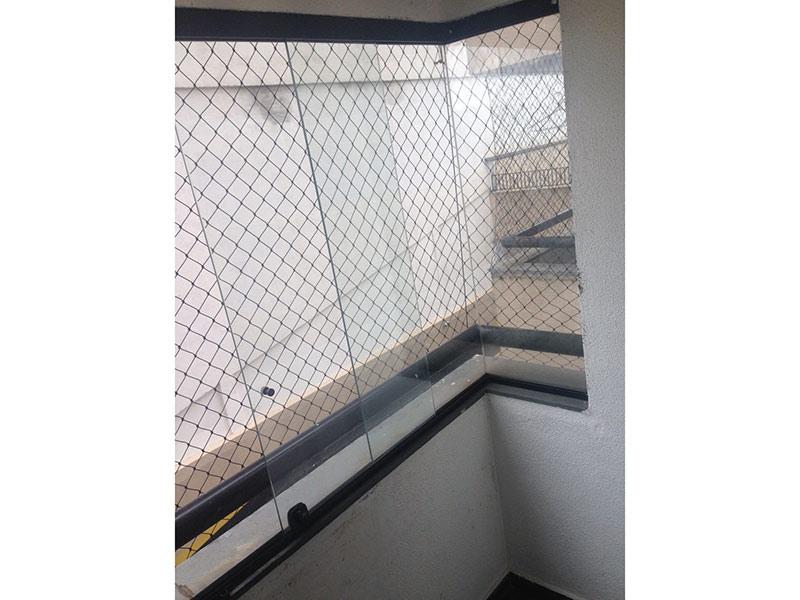 Jabaquara, Apartamento Padrão-Sacada com piso de cerâmica, cortina de vidro e tela de proteção.