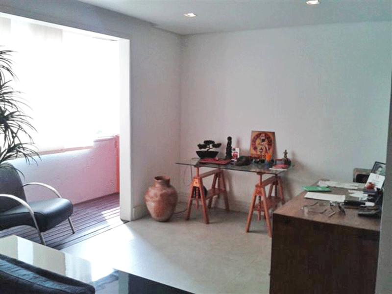Cursino, Apartamento Padrão - Sala com dois ambientes, piso laminado, teto rebaixado, iluminação embutida e acesso à sacada.