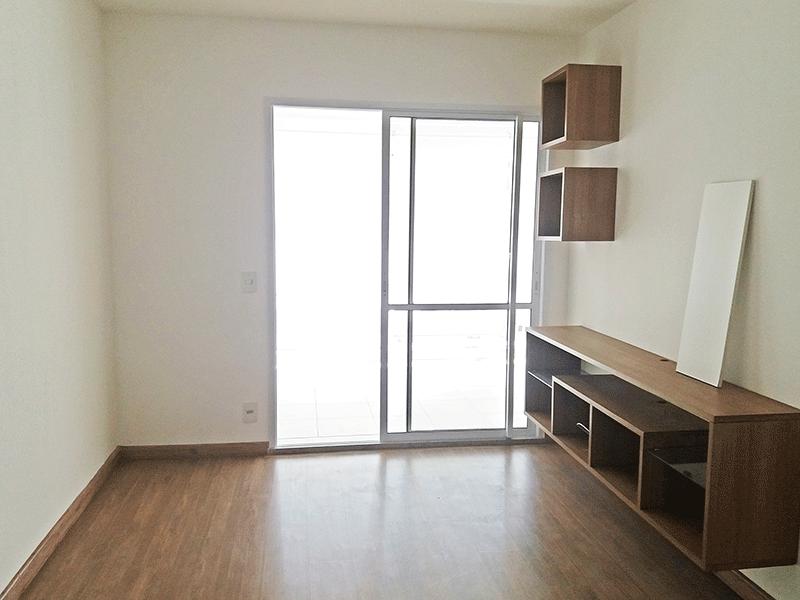 Jabaquara, Apartamento Padrão-Sala com dois ambientes, piso laminado e acesso à varanda gourmet.