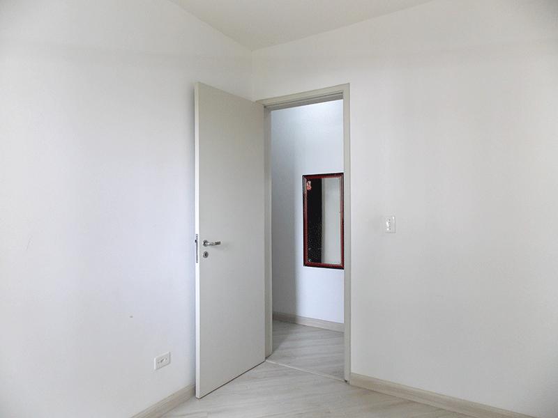 Sacomã, Apartamento Padrão-3º dormitório com piso laminado.