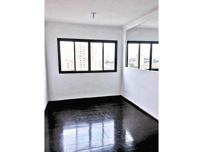 Sacomã, Apartamento Padrão - Sala com dois ambientes, piso de tábua e teto com moldura de gesso.