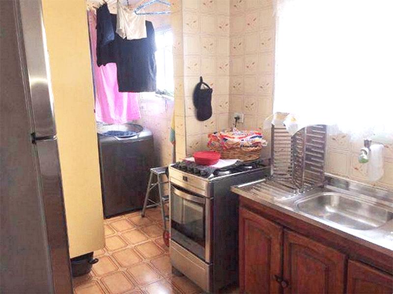 Jabaquara, Apartamento Padrão-Cozinha com piso de cerâmica e pia de inox com gabinete.