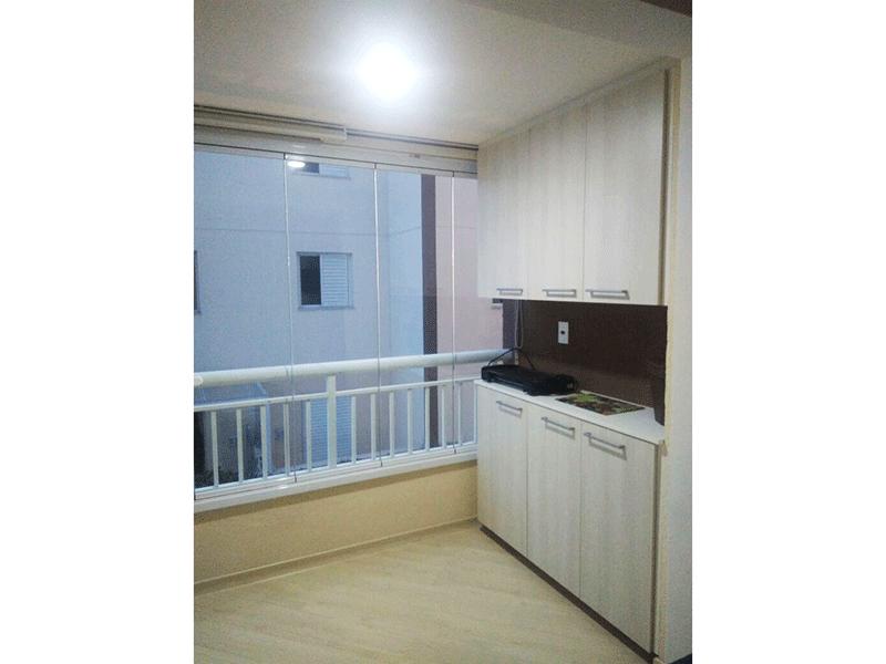 Sacomã, Apartamento Padrão-Varanda envidraçada com piso laminado e armário embutido.