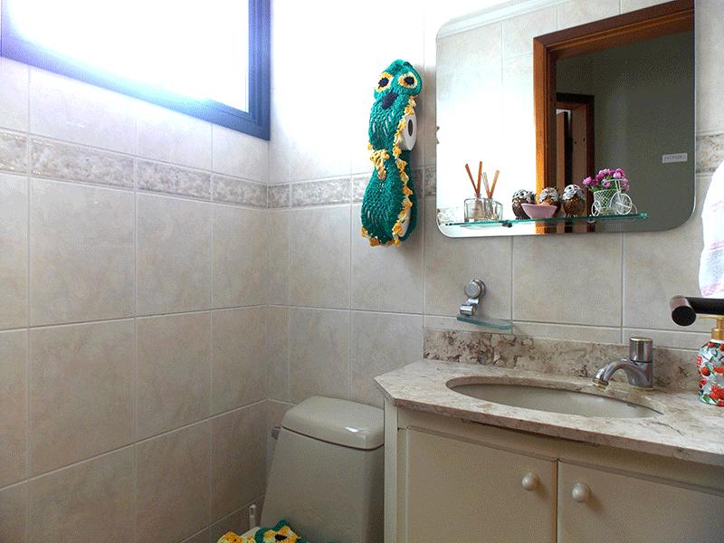 Ipiranga, Apartamento Padrão-Lavabo com piso de cerâmica, pia de granito, gabinete e teto com moldura de gesso.