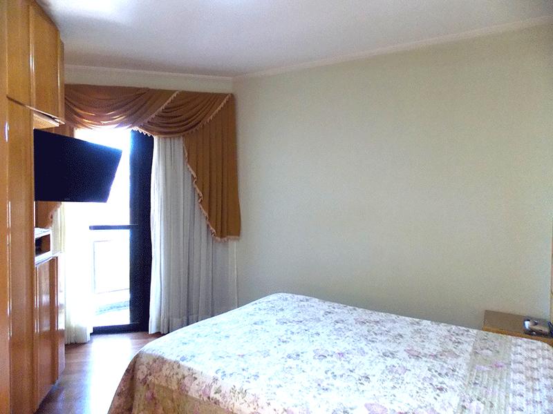 Ipiranga, Apartamento Padrão-Suíte com piso tábua, armários planejados, closet, teto com moldura de gesso e sacada.