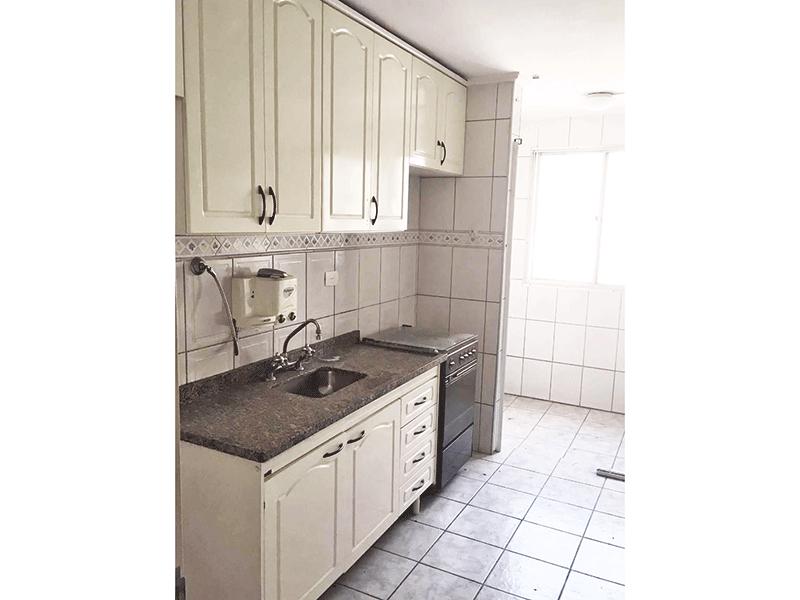 Jabaquara, Apartamento Padrão-Cozinha com piso de cerâmica e pia de granito, gabinete e armários planejados.
