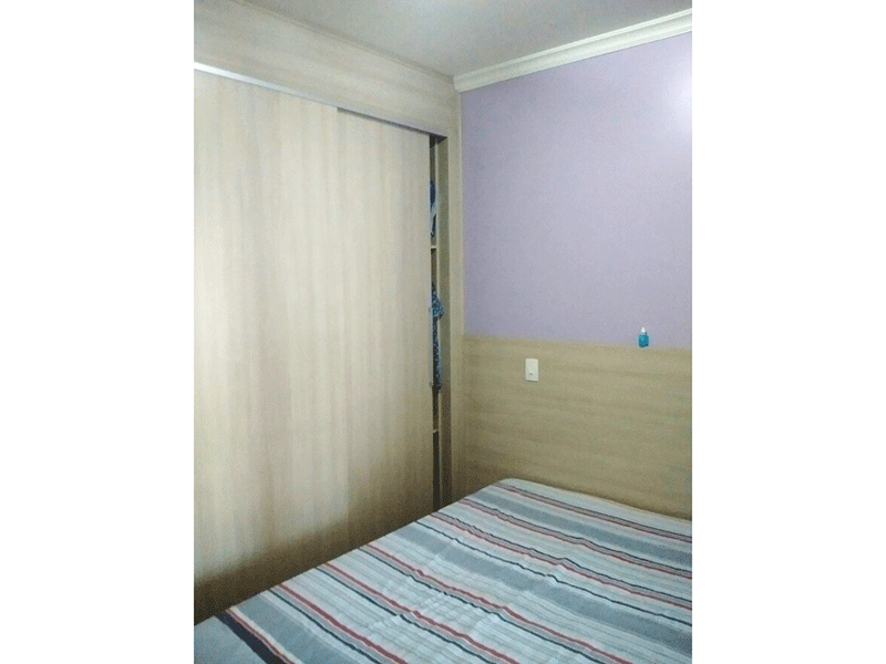 Ipiranga, Apartamento Padrão-Suíte com piso laminado, armários planejados e teto com moldura de gesso.