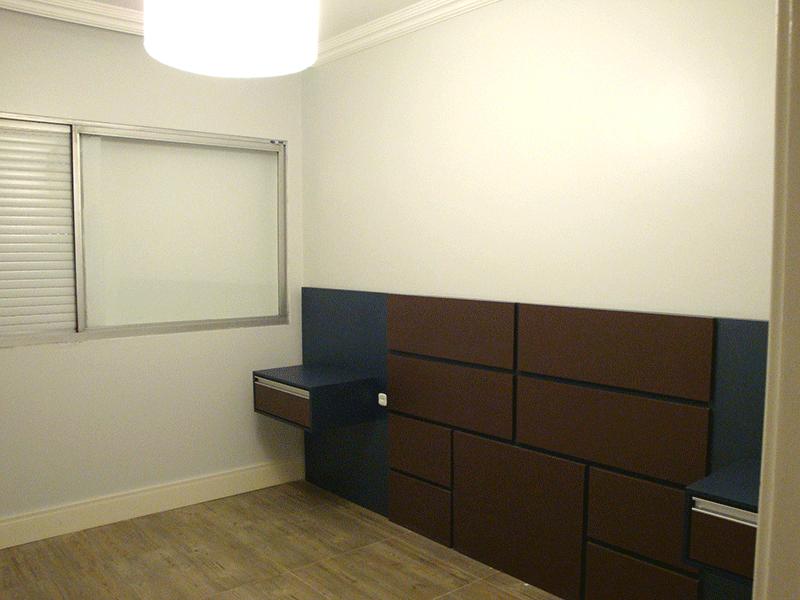 Jabaquara, Apartamento Padrão-1º dormitório com piso laminado e teto com moldura de gesso.