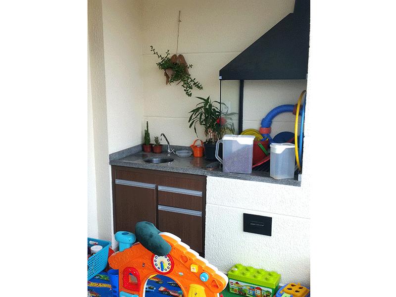 Ipiranga, Apartamento Padrão-Varanda gourmet envidraçada com piso de cerâmica, pia de granito, gabinete, churrasqueira e tela de proteção.