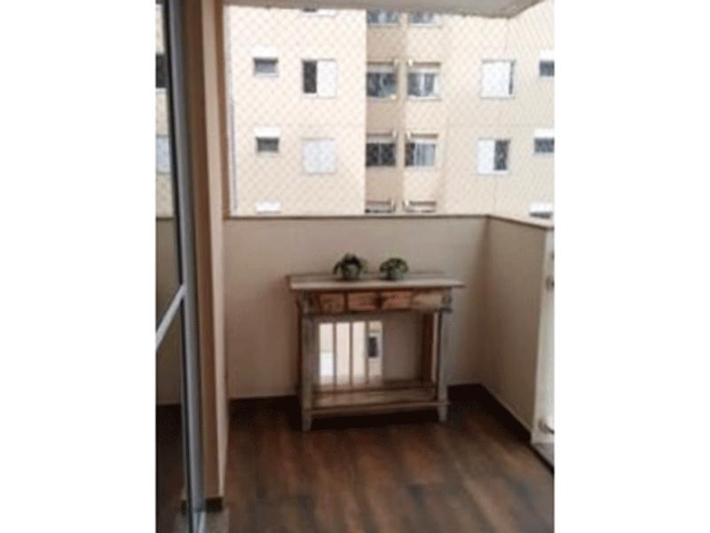 Jabaquara, Apartamento Padrão-Sacada com piso de porcelanato e tela de proteção.