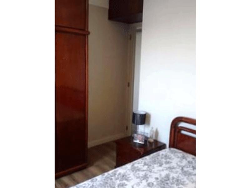 Jabaquara, Apartamento Padrão-2º dormitório com piso laminado, armários planejados e teto com moldura de gesso.